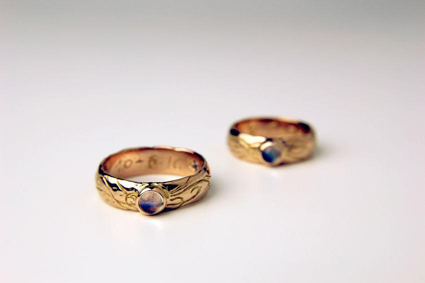MIOeTUO - anelli in oro rosa con labradorite, rubino, topazio e acquamarina