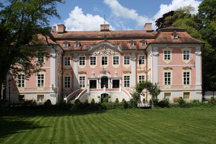 Beispiel: Vorderansicht, Foto: Schloss Assumstadt.