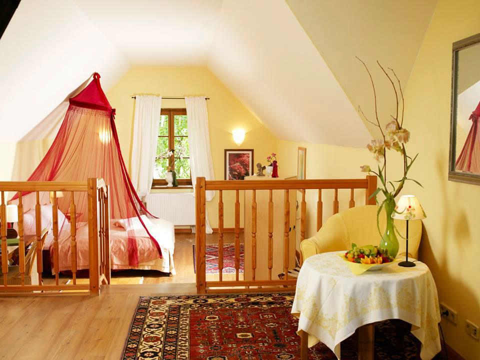 Beispiel: Hochzeitssuite, Foto: Schlossgasthof Rosenburg.