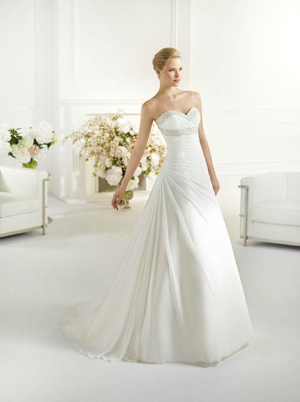 Beispiel: Elegantes Brautkleid, Foto: Dolce Vita.