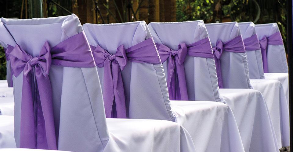 Beispiel: Stilvolle Hochzeitsdeko, Foto: Stuhlhussen Maurer.