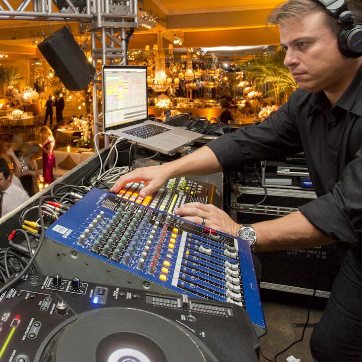 DJ Renatinho - Logic