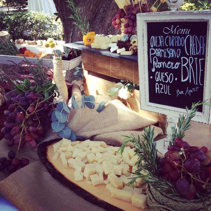 Buffet de quesos en  en la Finca Torrealta.