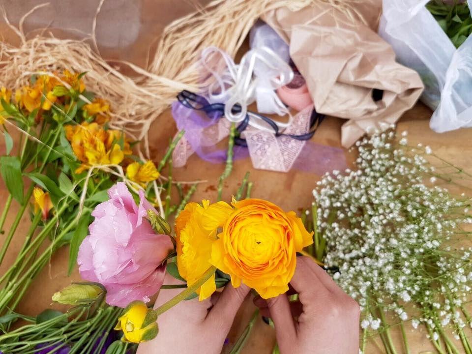 ¡Manos a las flores!