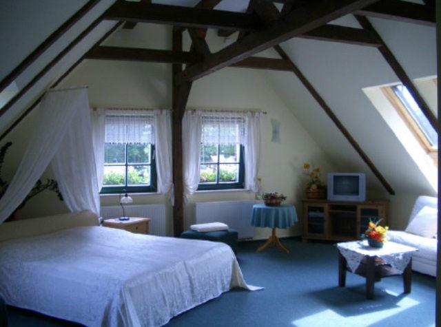 Beispiel: Doppelzimmer, Foto: Kräutermühlenhof Burg.