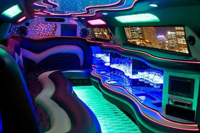 Beispiel: Innenansicht mit Beleuchtung, Foto: FUN-LIMOS Limousinenservice & Chauffeurdienst.