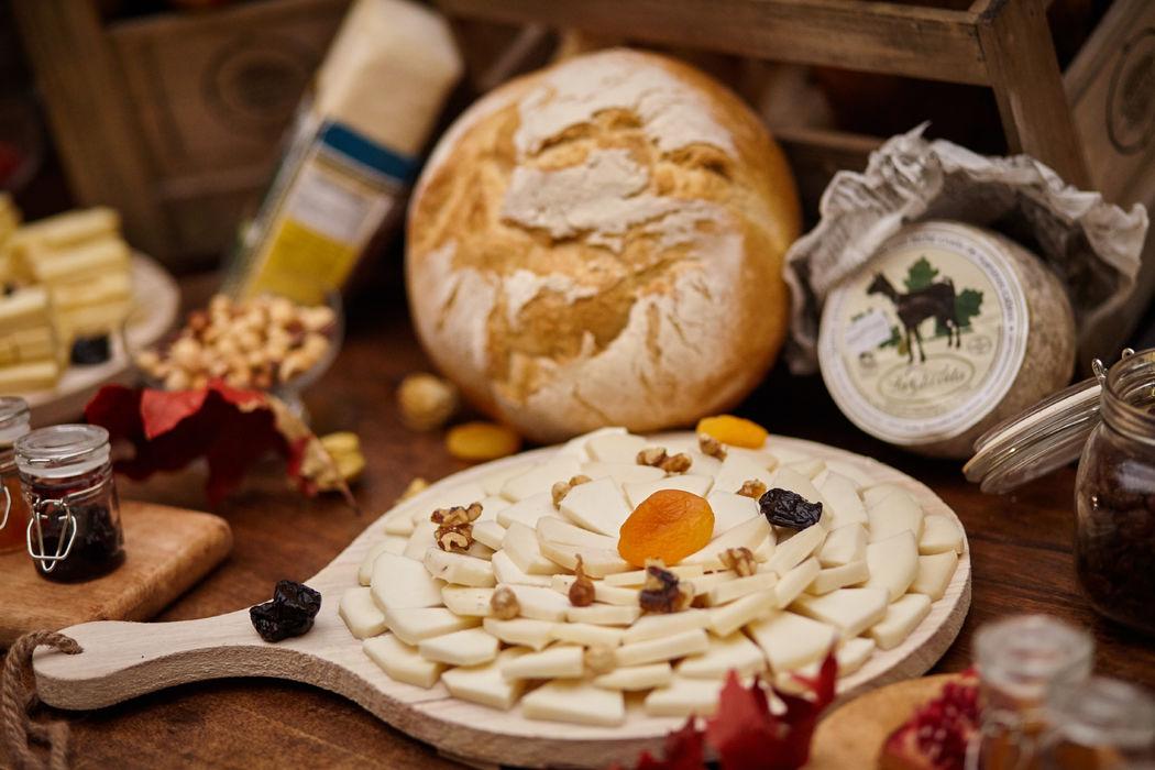 Mesa quesos y pan