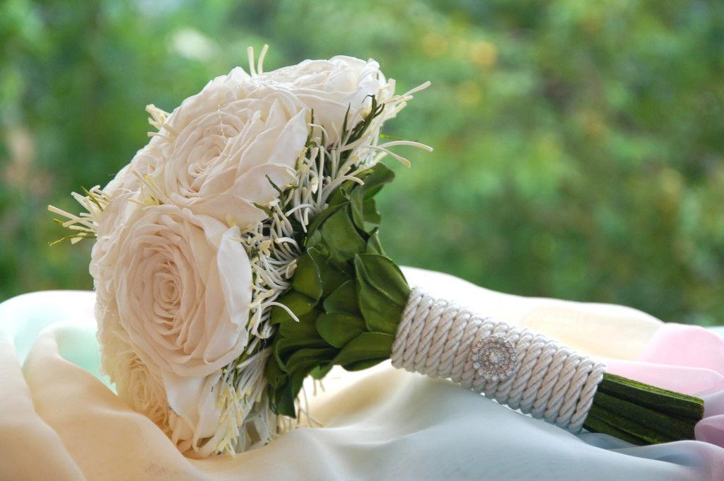 Buquê fake - simplesmente rosas brancas