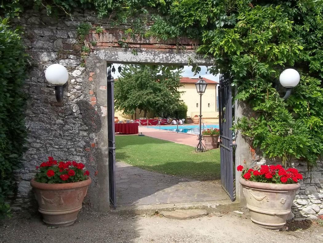 FATTORIA PAGNANA - Entrata e Piscina. Villa