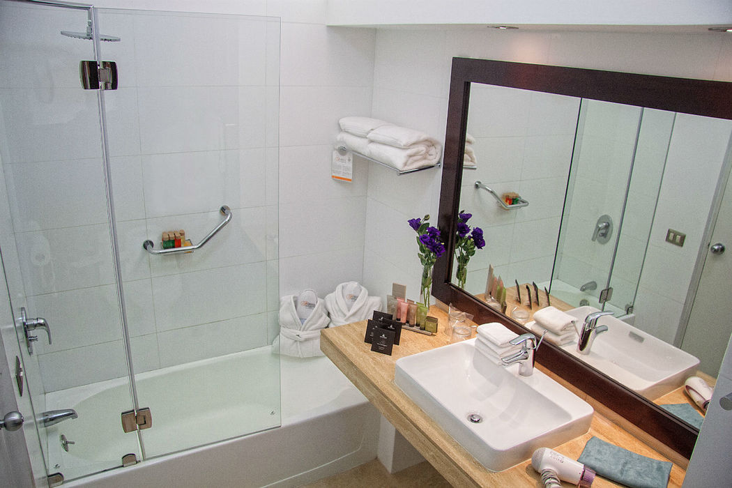 Bathroom Junior Suite Double  Foresta Hotel Lima San Isidro