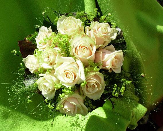 Beispiel: Hochzeitsfloristik, Foto: Blumen-Heidi - Die Floristen-Werkstatt.