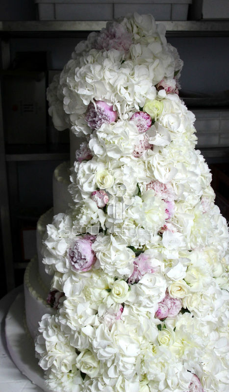 Decorazione floreale per la wedding cake.