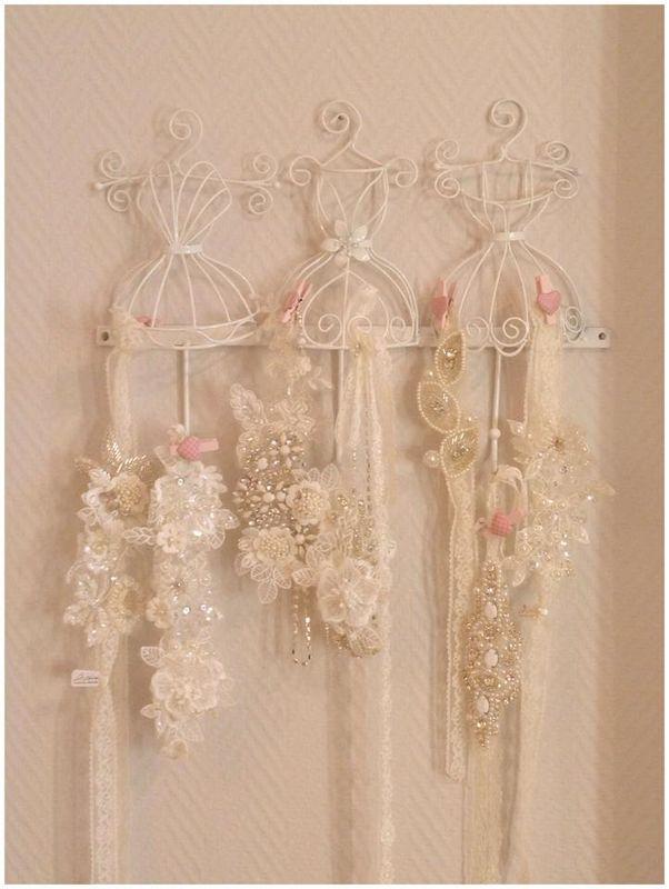 Beispiel: Haaraccessoires, Foto: Der Brautsalon.