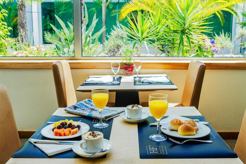 Pequeno-almoço no restaurante, hotel HF Ipanema Park