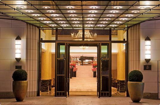 Beispiel: Eingang Hotel, Foto: The Ritz-Carlton, Berlin
