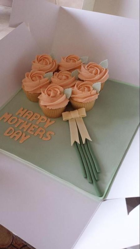 Vivi Roberts Catering and Cake Decoration