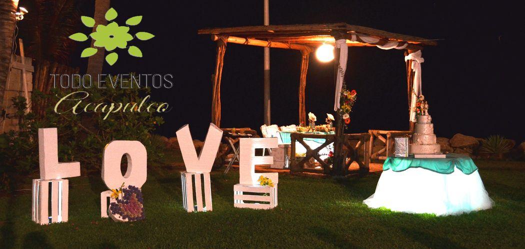 Vintage LOVE! Mesa de Pastel con tul e iluminada... so cute!