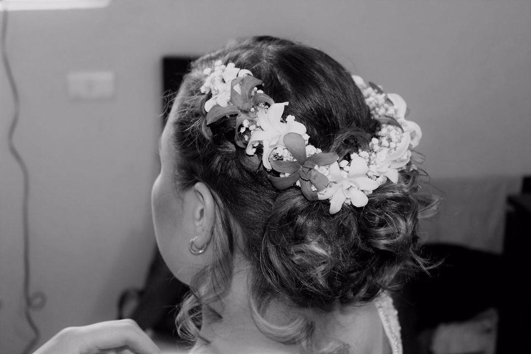 Alekssandra Gómez| Recogido desenfadado de Novia con tocado de flores naturales