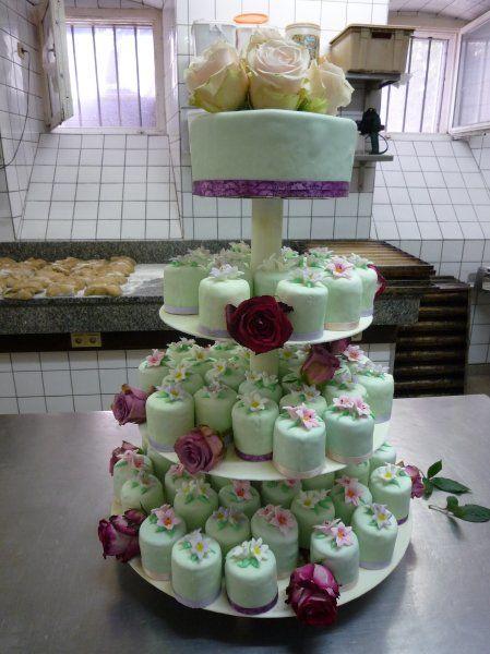 Beispiel: Hochzeitstörtchen, Foto: Konditorei Pernsteiner.