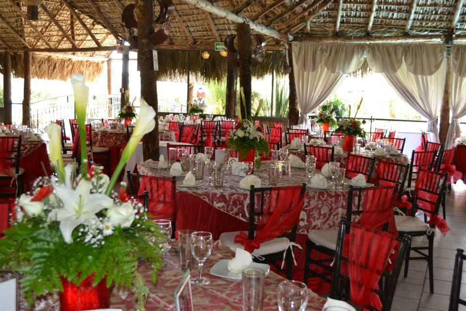 Hermosa boda en tonos rojo y oro, estupenda combinación para una boda en domingo por la tarde!