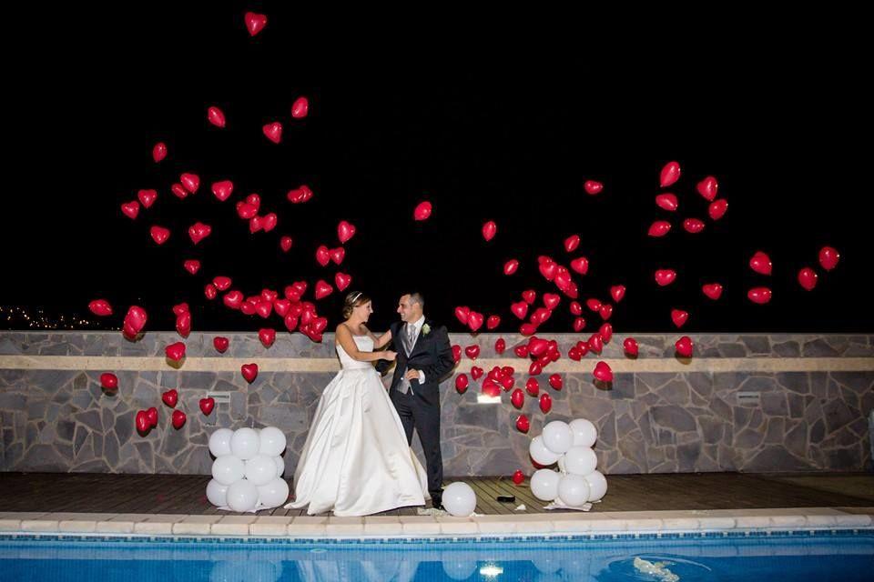 Globos explosivos que harán volar 200 corazones. para recibir a los novios, al cóctel o bien a la finalizacion de la ceremonia civil