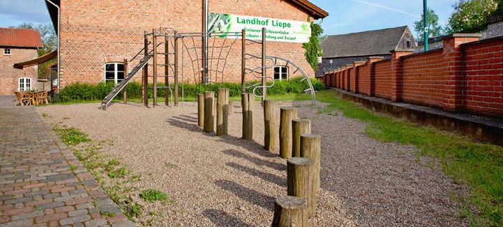 Beispiel: Kinderspielplatz, Foto: Landhof Liepe.