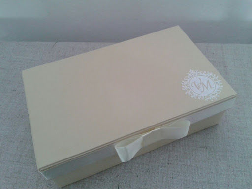 Caixa Cartonada com brasão na tampa
