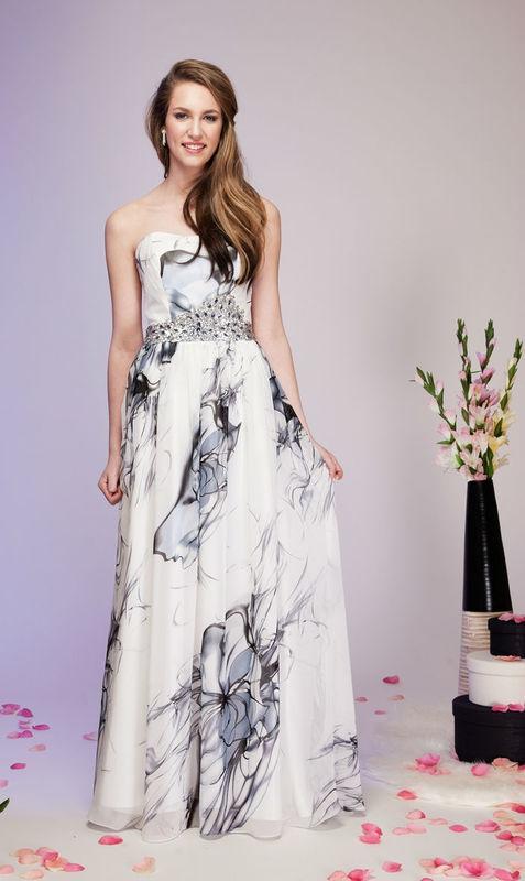 Beispiel: Mode für Hochzeitsgäste, Foto: Kleiderverleih Rottenberg.