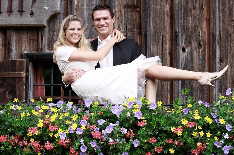 Beispiel: Glückliches Brautpaar, Foto: Bellas Hochzeitsservice.