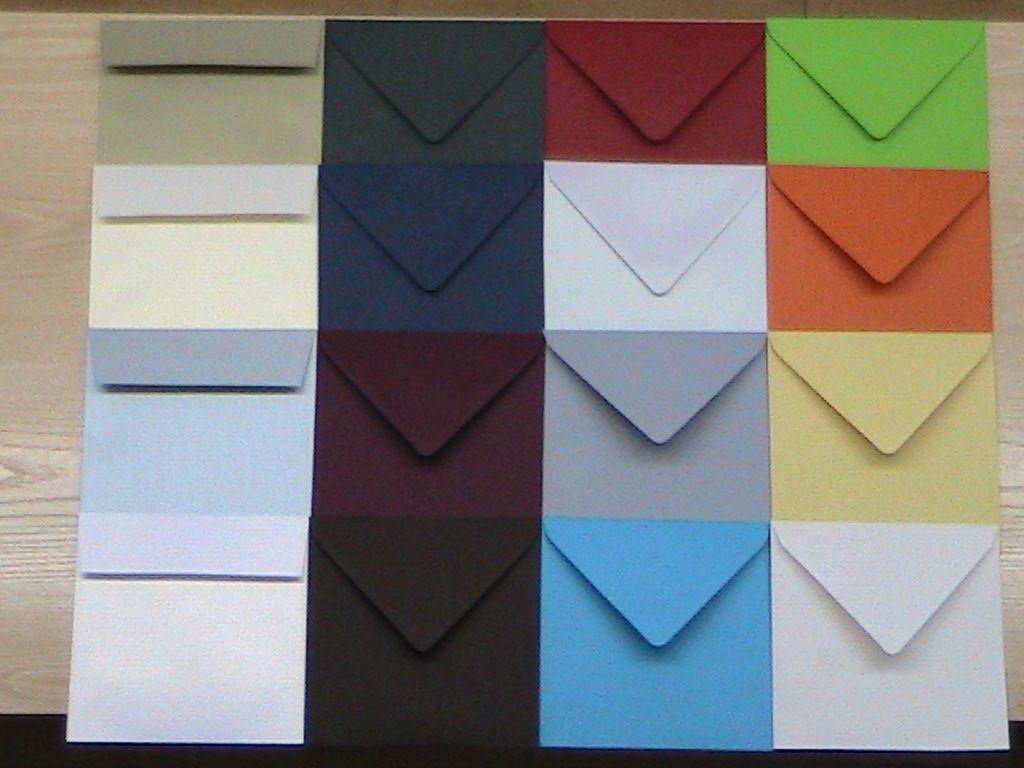 SOBRES DE COLORES Disponemos de una gran variedad de sobres de colores en diferentes formatos (cuadrado, cuartilla, americano..)