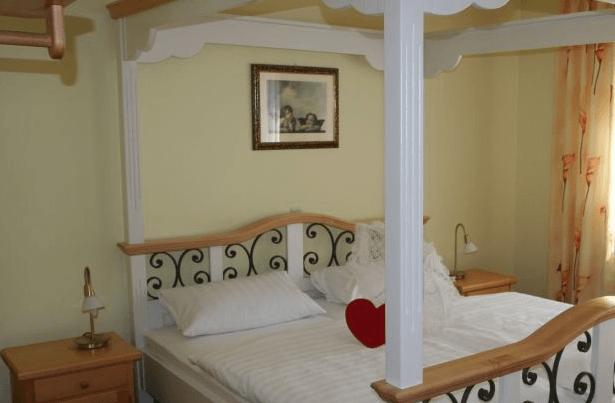 Beispiel: Hotelzimmer, Foto: Hotel Schlosswirt.