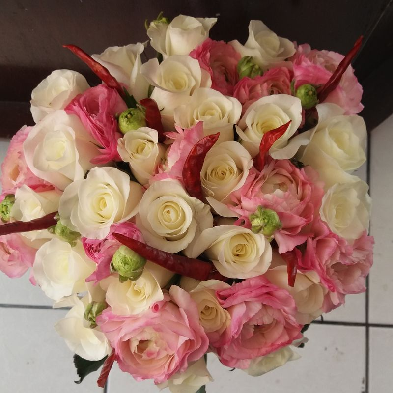 Rosas y ranuculus