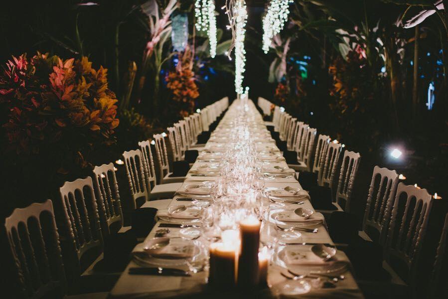Banquete de boda con velas