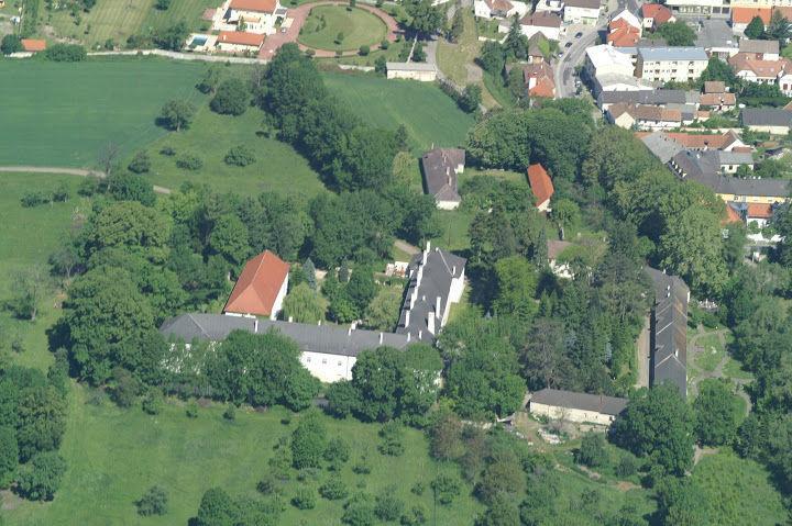Beispiel: Luftbildaufnahme, Foto: Schloss Lackenbach.
