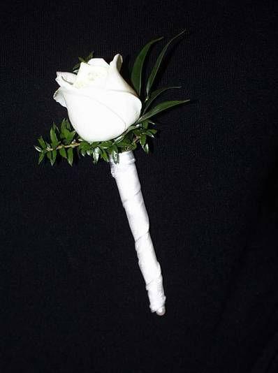 Beispiel: Anstecker für den Bräutigam, Foto: Blumen Kuhn Floraldesign.