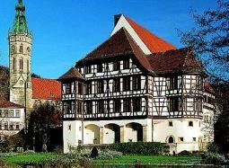 Beispiel: Vorderansicht, Foto: Schloss Urach.