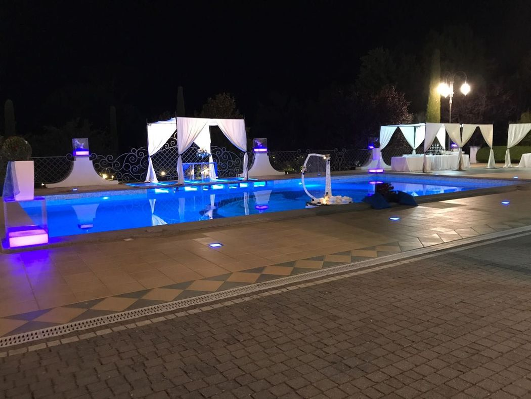 bordo piscina serale