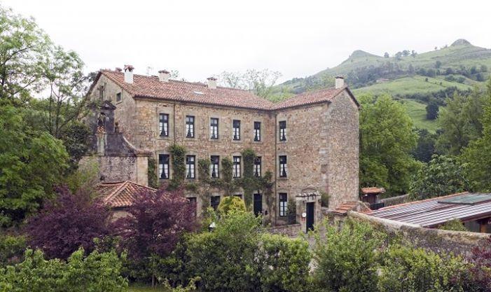 Hotel Casona el Arral Fachada Principal.