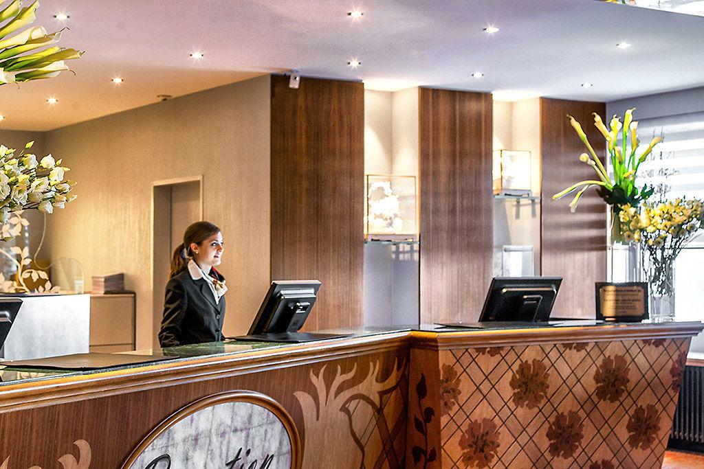 Beispiel: Rezeption, Foto: Tschuggen Grand Hotel Arosa.