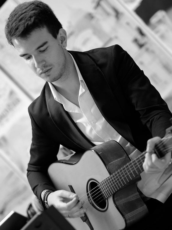 Mariana & Alexandre - Live Music and Entertainment