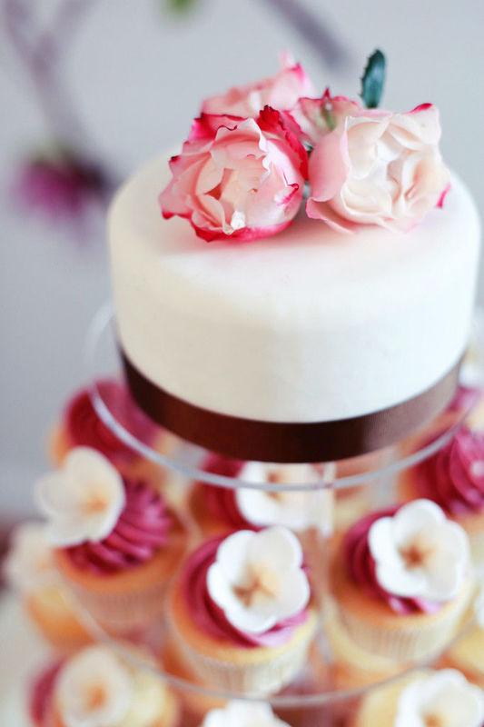Beispiel: Cupcake-Hochzeitstorten in allen Farben, Foto: Cupcake Affair.