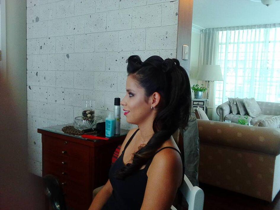PRUEBAS  Fer Maquillaje Profesional Pruebas de peinado y de maquillaje también son importantes para la familia si se requieren. FER