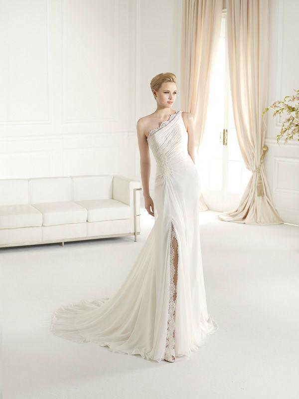 Beispiel: Schickes Brautkleid, Foto: Dolce Vita.