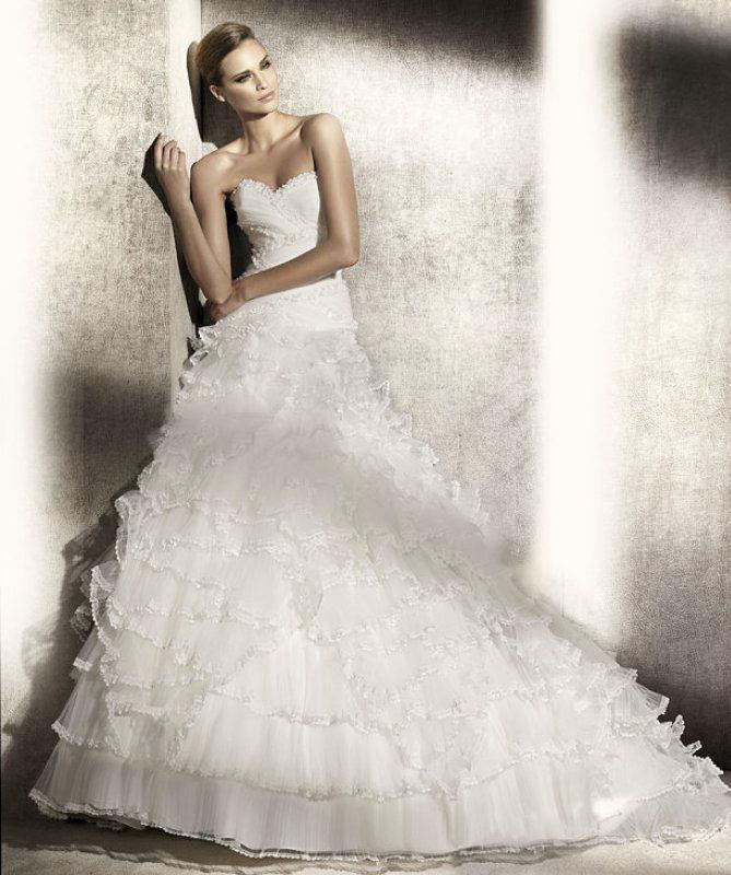 Beispiel: Modernes Brautkleid, Foto: Silhouette.