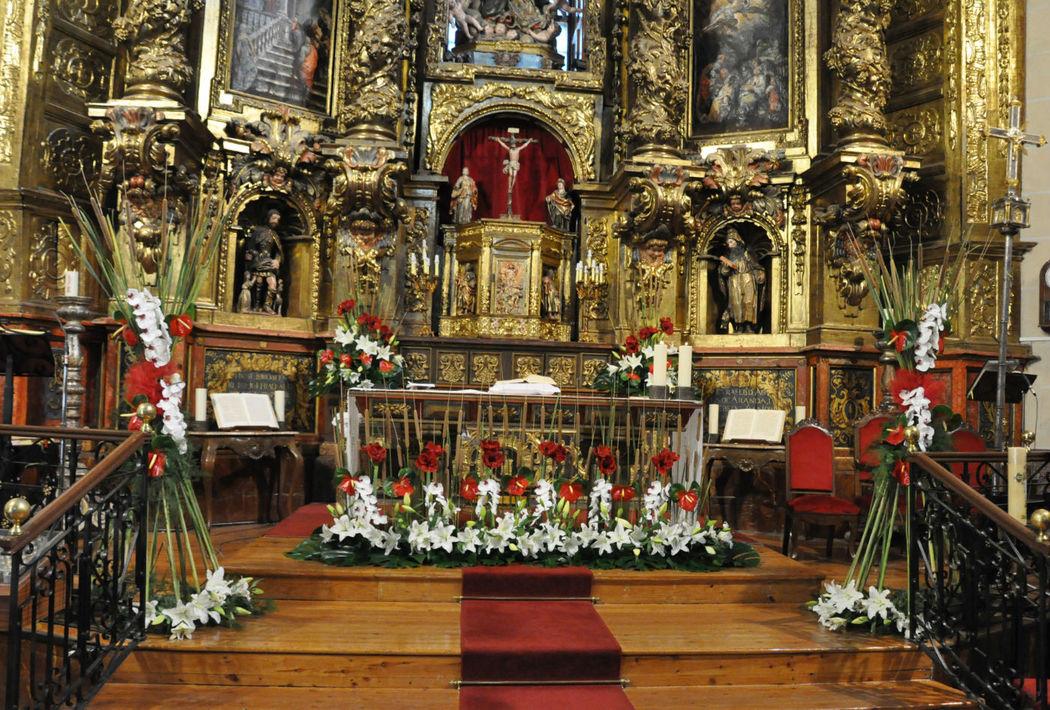 Decoración floral de la Iglesia.