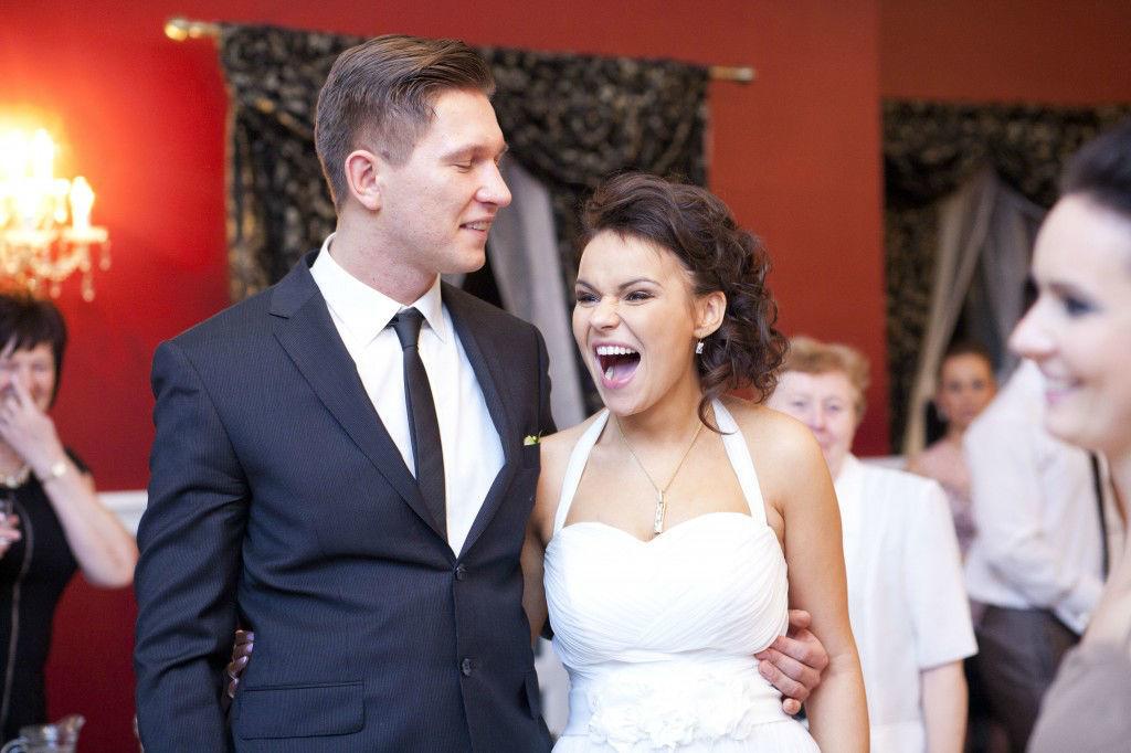 Para Młoda podczas przyjęcia weselnego