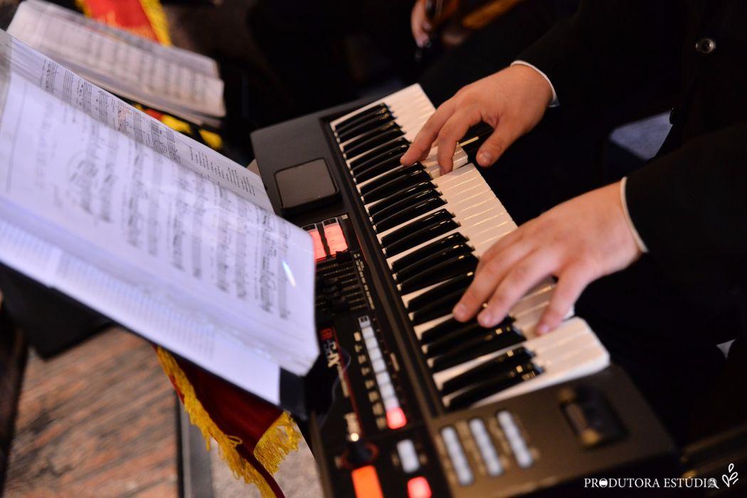 Teclado - Piano de Cauda - Orgão