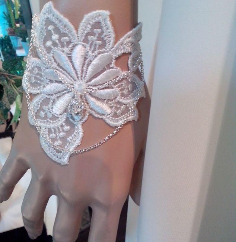Louis : bracelet guipure, chaîne et perle
