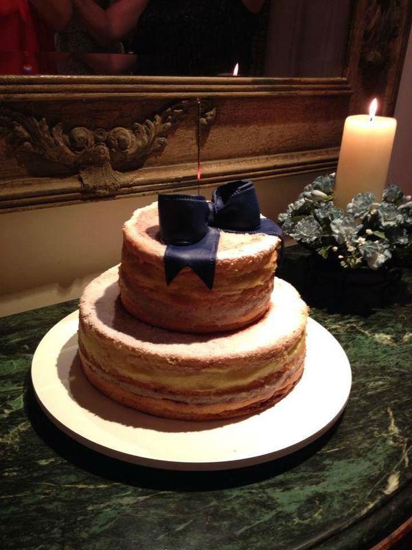 Confiserie de Lu - Naked Cake decorado com um laço de açúcar para um miniwedding