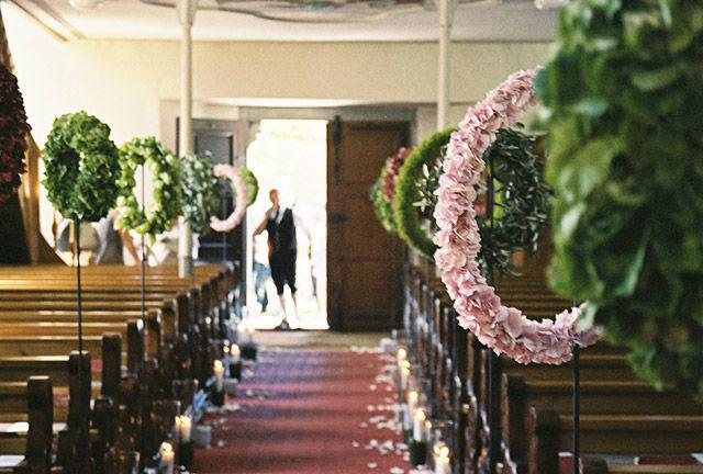 Beispiel: Blumendekoration in der Kirche, Foto: Evelyn Kühr.